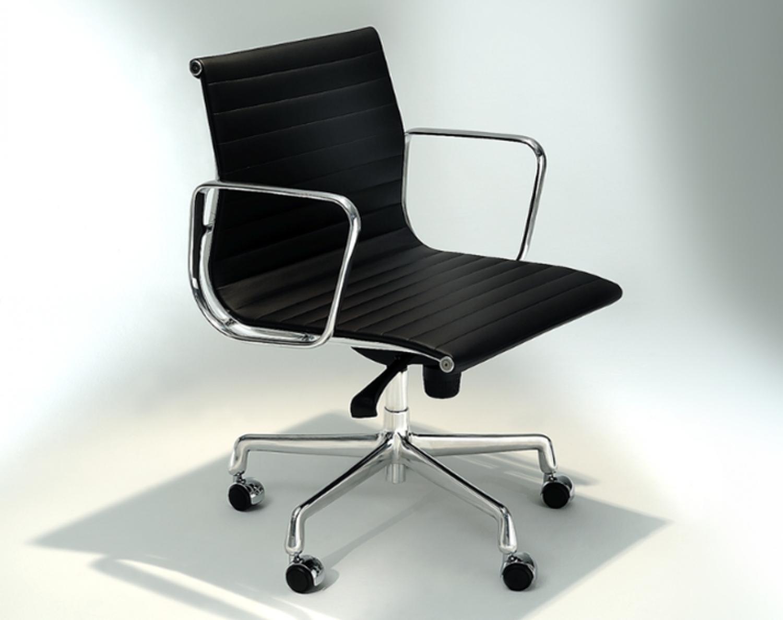 Cadeira EA 117 - Tapeçada